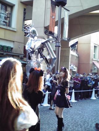 川崎ハロウィンパレード(長身ロボット)