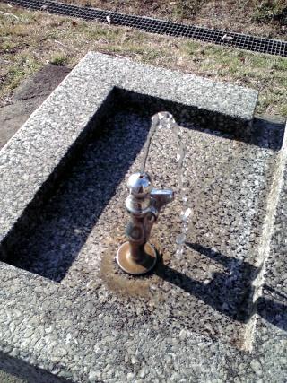 普通の水飲み場の蛇口