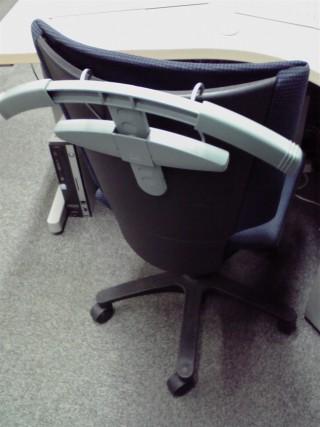 チェアハンガー服の神を椅子に取り付けたところ