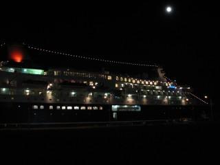 別府港に停泊中のにっぽん丸