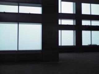 台風の日の都庁展望室