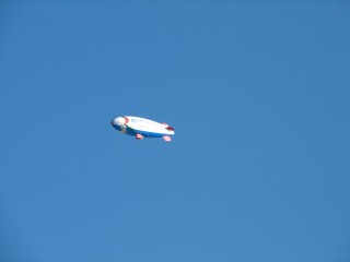 アリコのスヌーピー飛行船(やや寄り)