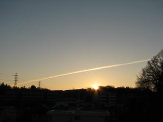 2011年 初日の出と飛行機雲
