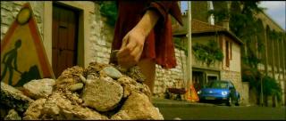フランスの工事中のピクトグラム(映画「アメリ」でアメリが石を拾う場面)