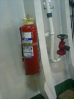 ウィキペディア「化学泡消火器」より