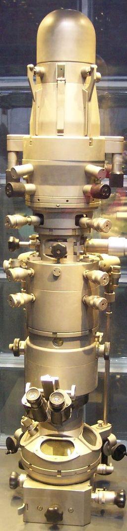 本物の電子顕微鏡